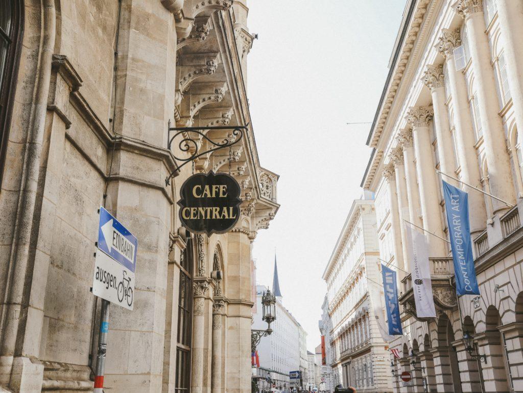 """ウィーン】1876年から続く伝統的なカフェ""""CAFE CENTRAL""""   herheart"""